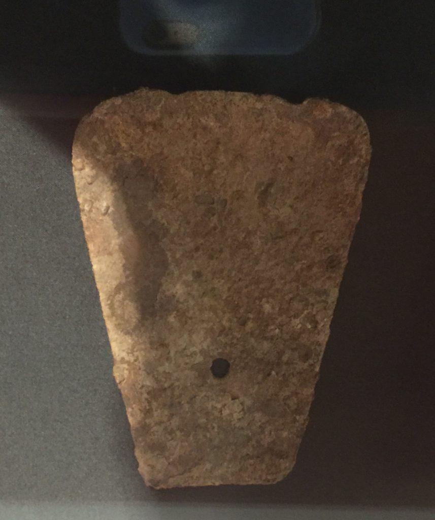 有肩鉄鏟-建都【発見・中山国】特別展-金沙遺跡博物館-成都市