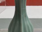 菱口瓜棱瓷瓶-南宋・龍泉窯青釉-四川宋瓷博物館-遂宁市博物館-撮影:雒三桂
