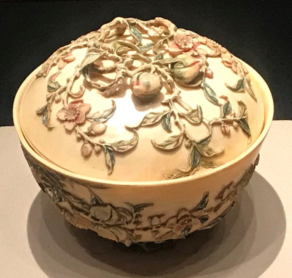 清・象牙染雕桃蝠紋蓋碗-漱芳齋-【重華宮へ入り】巡回展-成都博物館