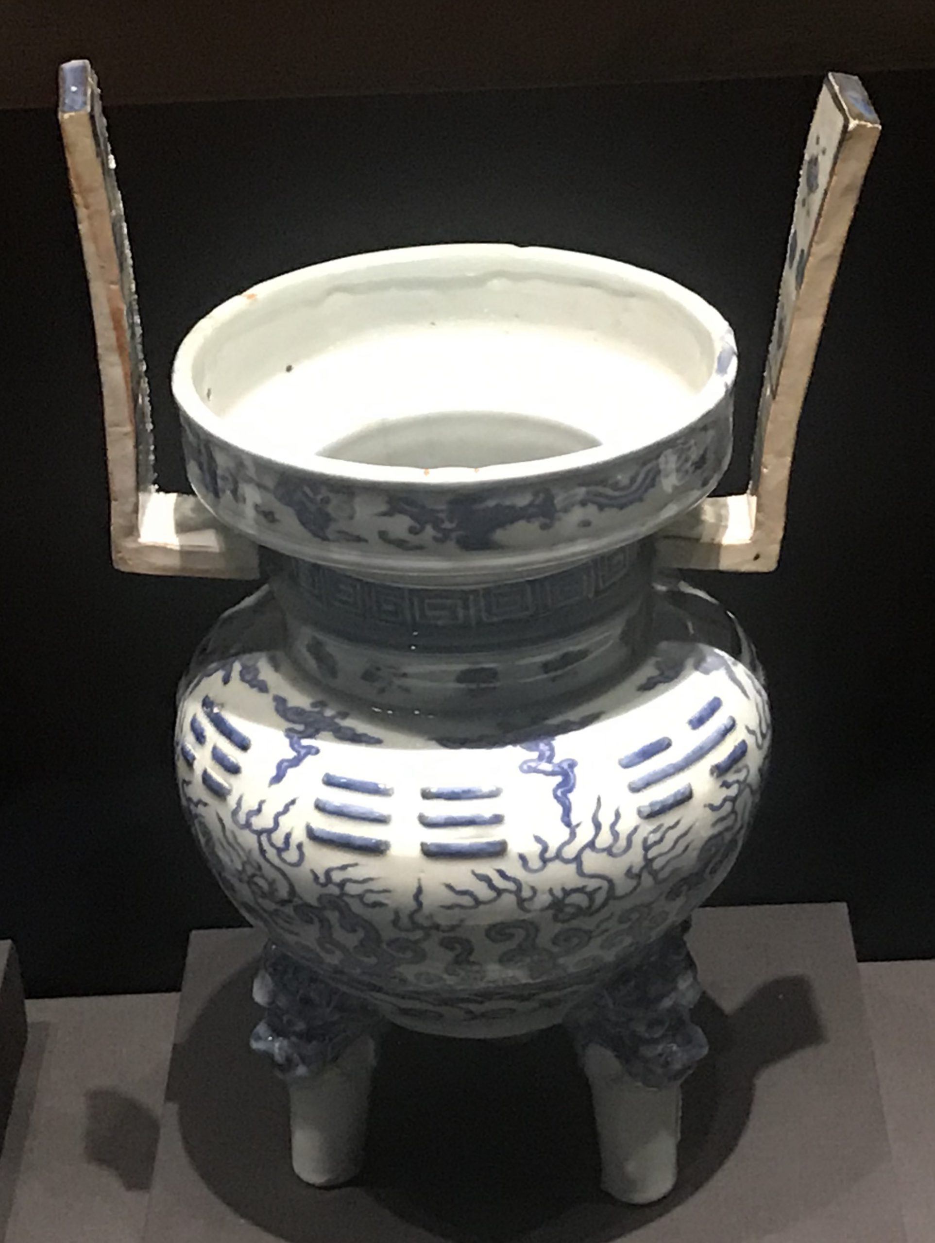青花梅水八掛紋磁爐-明清時代-常設展F3-成都博物館
