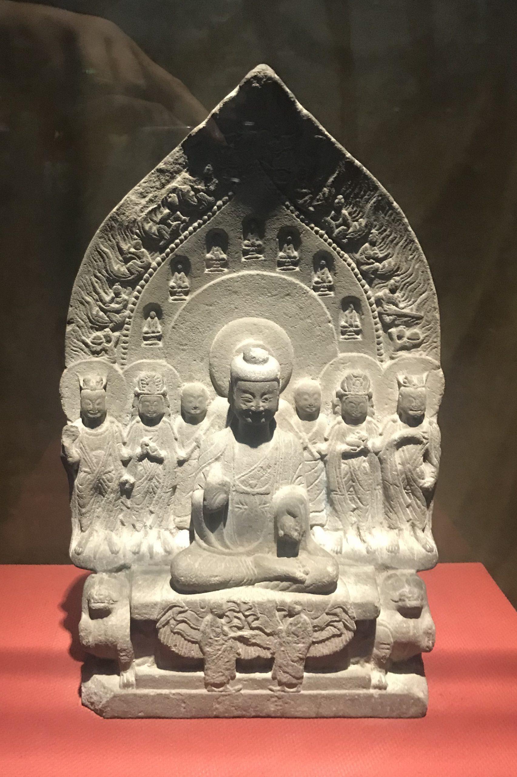 背屛式仏坐像1-南朝-普通六年-万仏寺遺跡-四川万仏寺石刻館-四川博物院-成都