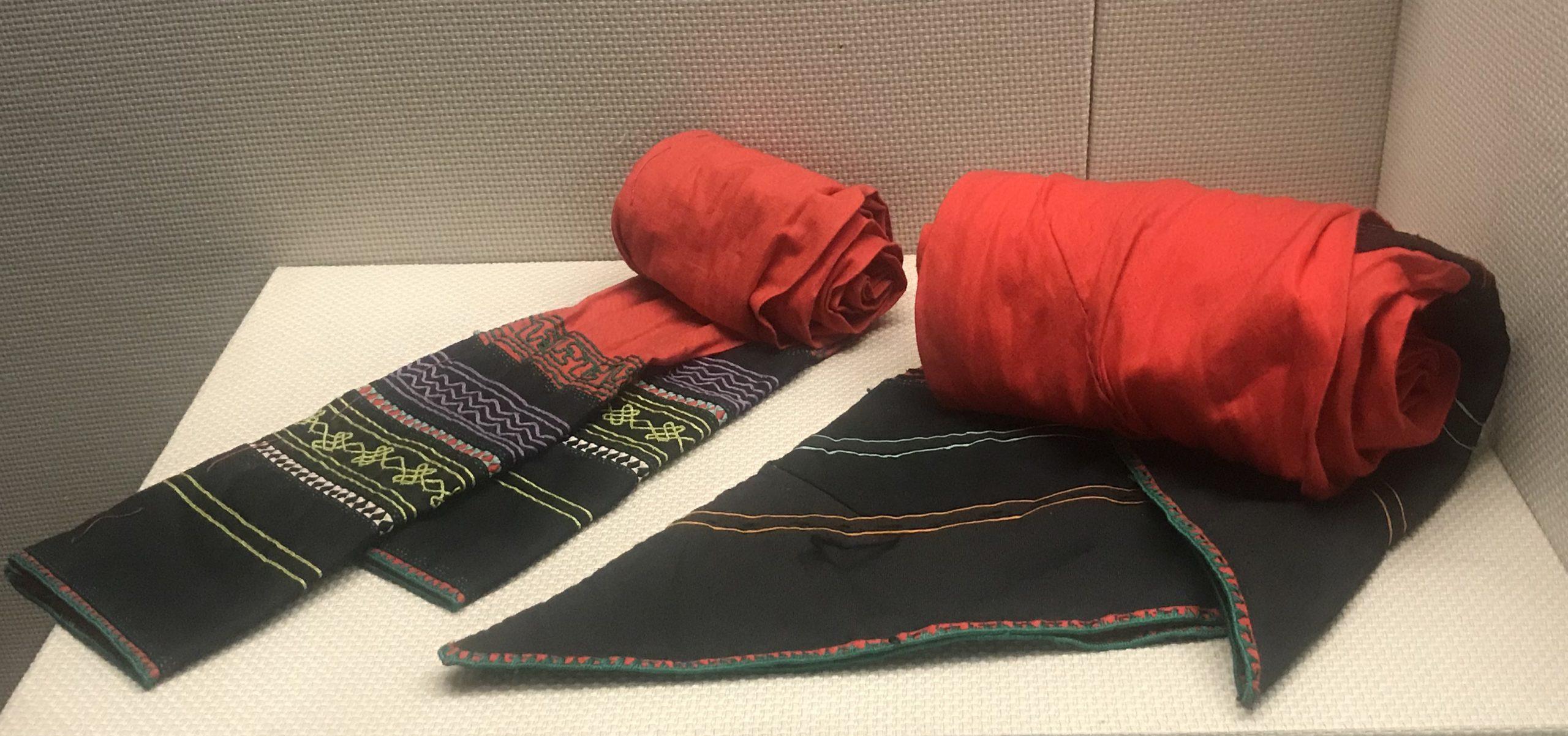 男式挑紮花腰帶-女式挑紮花腰帶-彜族衣装-四川民族文物館-四川博物館-成都