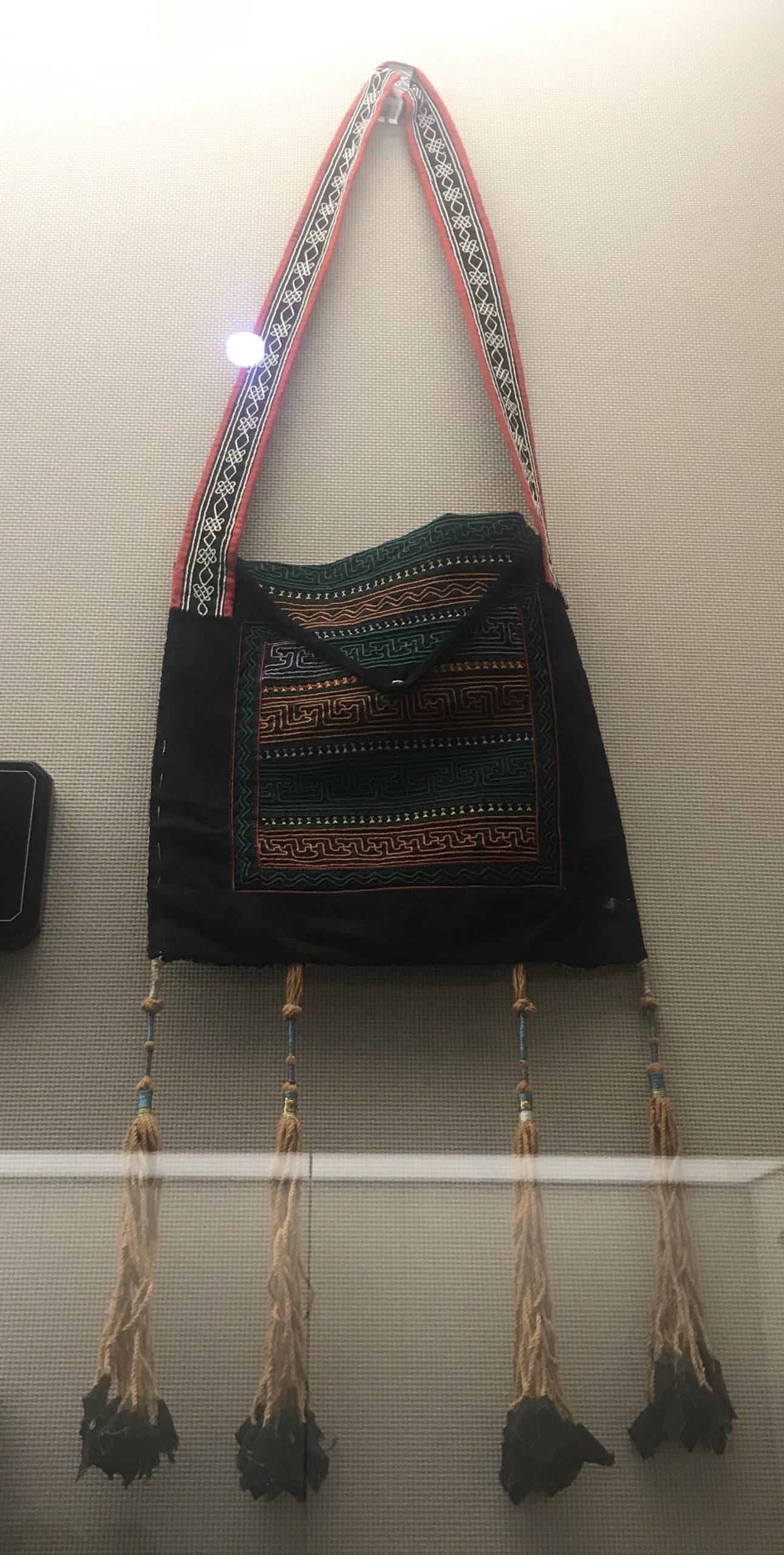 男式挑紮花鞄-彜族衣装-四川民族文物館-四川博物館-成都