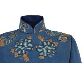 藍色重磅真絲帖繡長袖旗袍「海上の明月、軽い裾に風を追う-江南の貴族と海派チャイナドレス」上海大学博物館-海派文化博物館