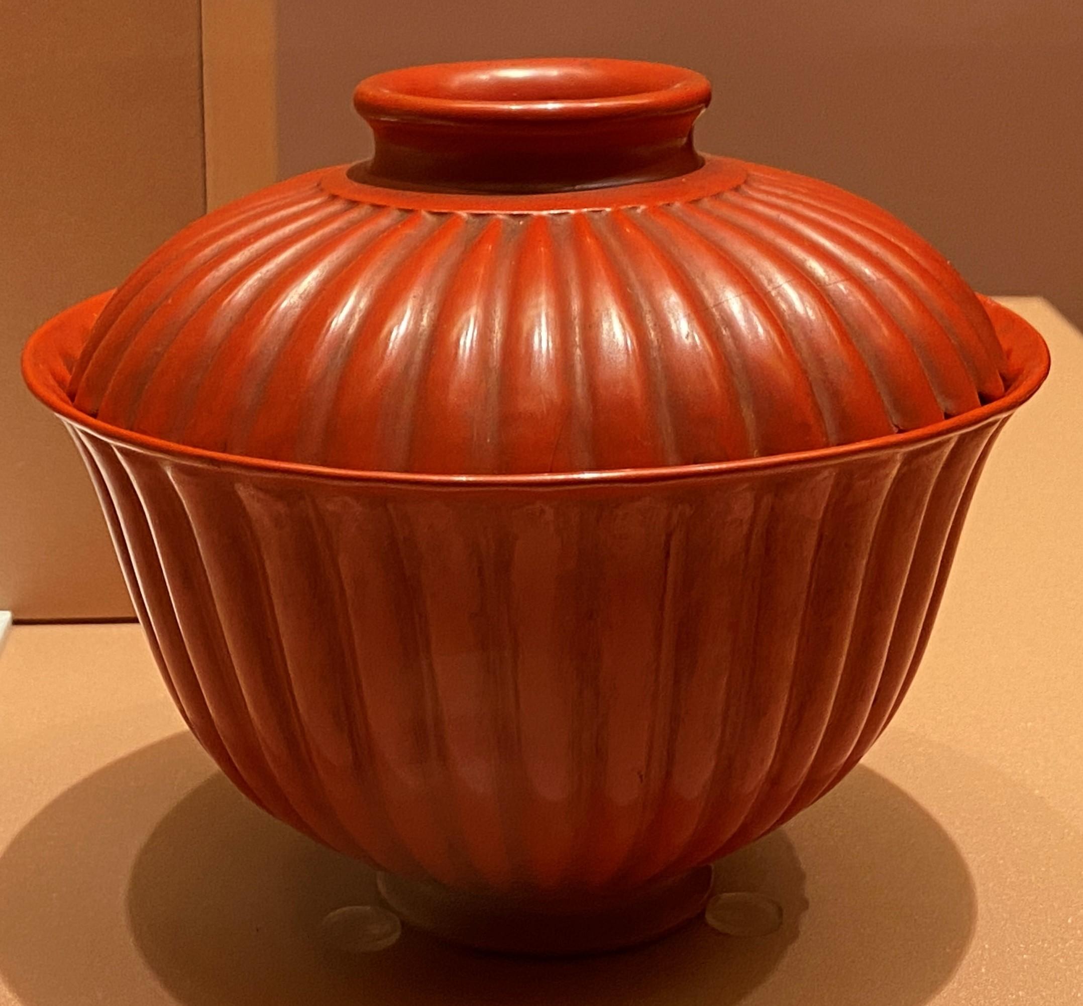 乾隆款菊瓣朱漆蓋碗-清時代-特別展【食味人間】四川博物院・中国国家博物館