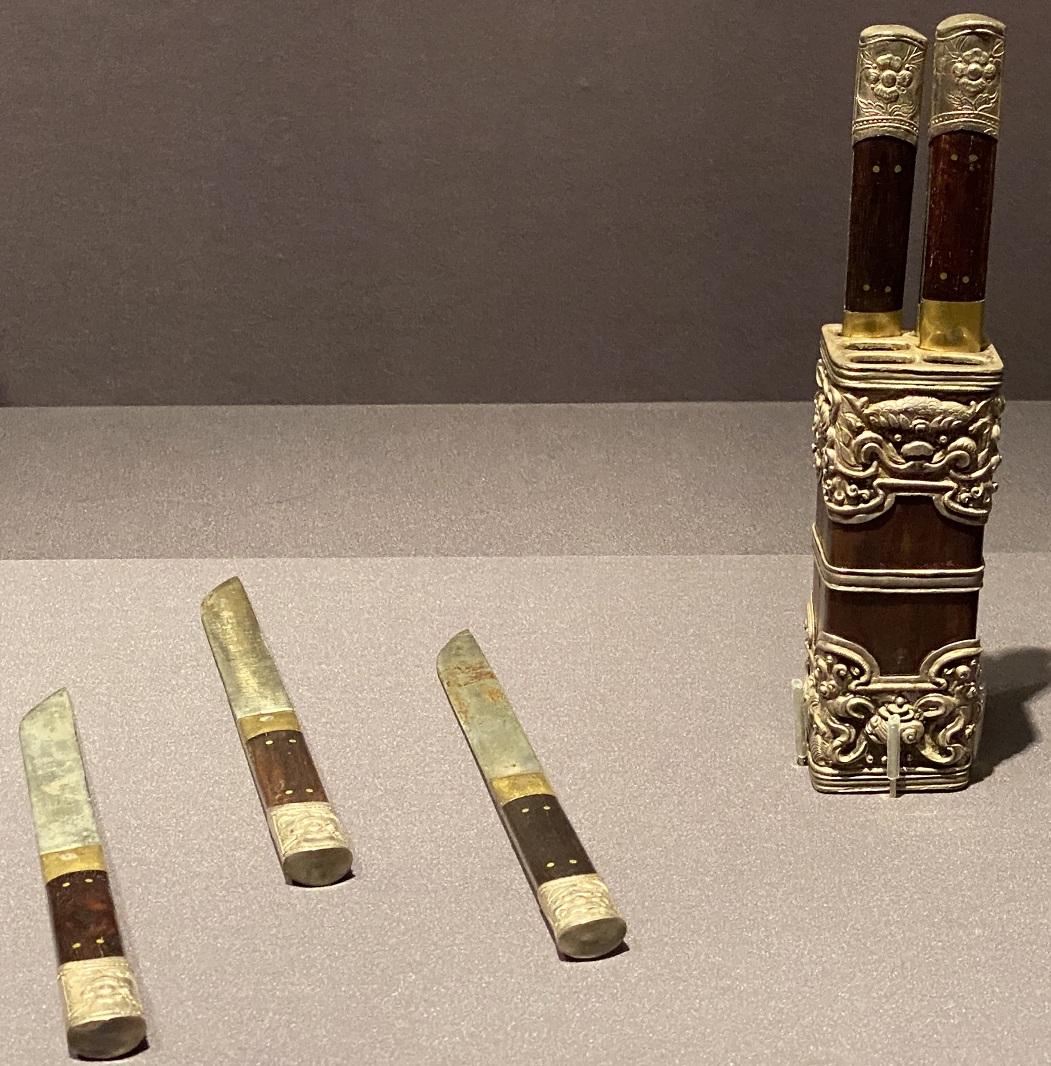 帯鞘刀具六把-特別展【七宝玲瓏-ヒマラヤからの芸術珍品】-金沙遺跡博物館-成都
